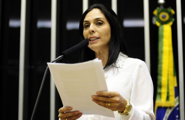 Deputada Geovânia de Sá volta à Tribuna da Câmara para criticar aprovação do Ajuste Fiscal