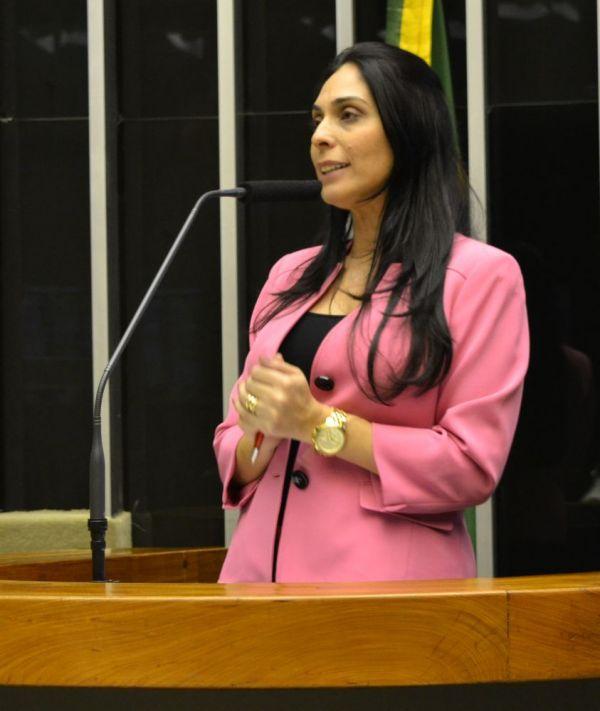 Deputada Geovânia de Sá discursa para ratificar posição favorável à redução da maioridade penal