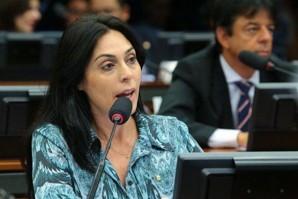 Para deputada, fim da gestão petista ajudará a livrar Brasil de tantos escândalos de corrupção