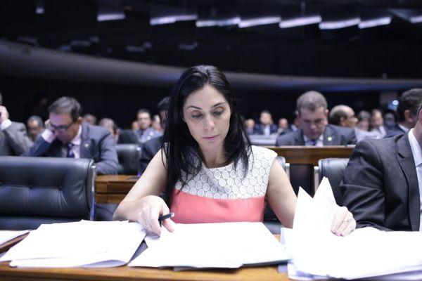 Geovânia de Sá protocola Projeto de Lei que impede BNDES de financiar obras no exterior