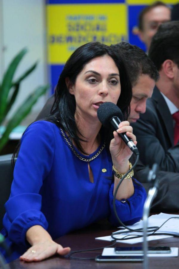 Geovania de Sá vai ao Ministério da Saúde para entregar projetos de conclusão das obras do HMISC