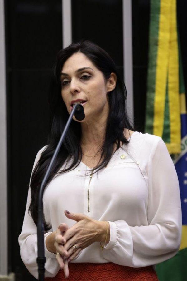 Pronunciamento vergonhoso rendeu 'panelaço' merecido à presidente Dilma, afirmam deputadas