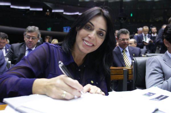 Geovânia de Sá propõe mudanças no Bolsa Família