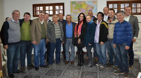 Deputada Geovânia de Sá vista municípios da Amrec e faz prestação de contas de seu primeiro mandato